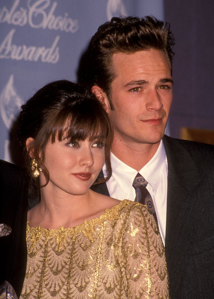 Shannen Doherty and Luke Perry attend the 18th annual People's Choice Awards.