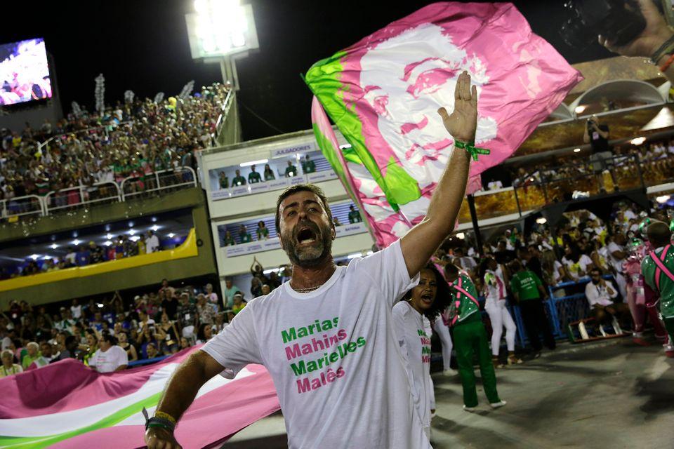 O deputado federal Marcelo Freixo (Psol-RJ) no desfile da Mangueira, na