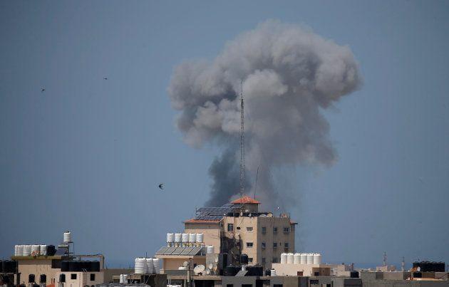 Smoke rises following an Israeli air strike in Gaza May 29, 2018. REUTERS/Suhaib