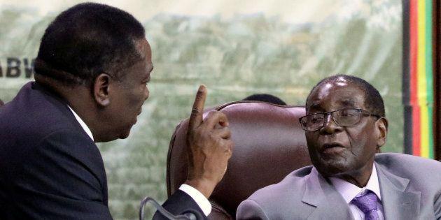 Mugabe Resisting Army Pressure To Quit: Senior