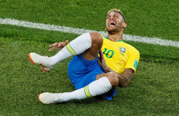 Brazil's Neymar overreacts after a foul. Serbia vs Brazil - Spartak Stadium, Moscow, Russia. June 27