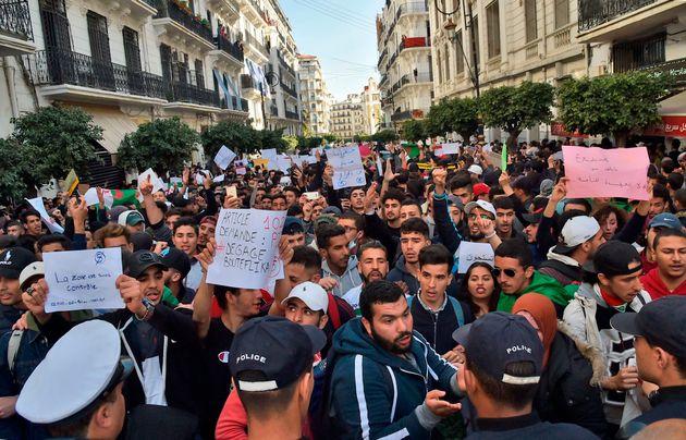 Alger: L'énergie des étudiants enchante la rue et dit