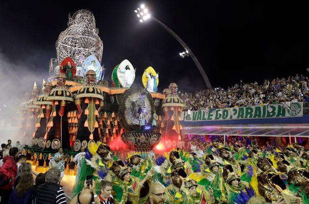 Com homenagem à princesaAqualtune, Mancha Verde é a campeã do Carnaval de...