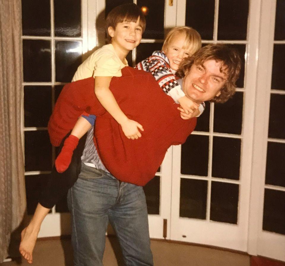 (왼쪽부터) 챌런 부부의 첫째아들 제임스, 둘째 데이비드, 그리고