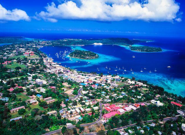 バヌアツ エファテ島 首都ポートビラの空中写真