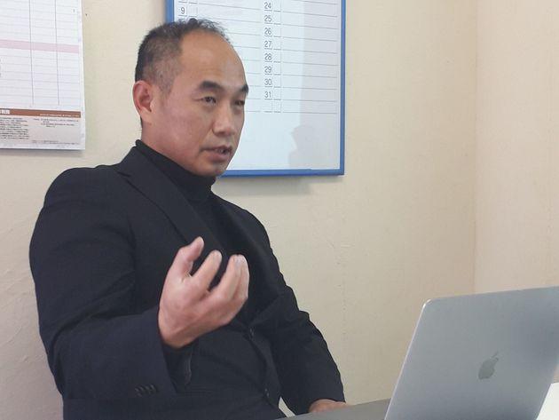 インタビューに応える中島啓一さん