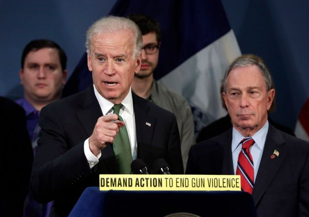 사진은 2013년 3월 미국 뉴욕 시청에서 열린 기자회견에서 당시 조 바이든 부통령이 발언하는 모습. 마이클 블룸버그 뉴욕시장(오른쪽)이 이 모습을 지켜보고