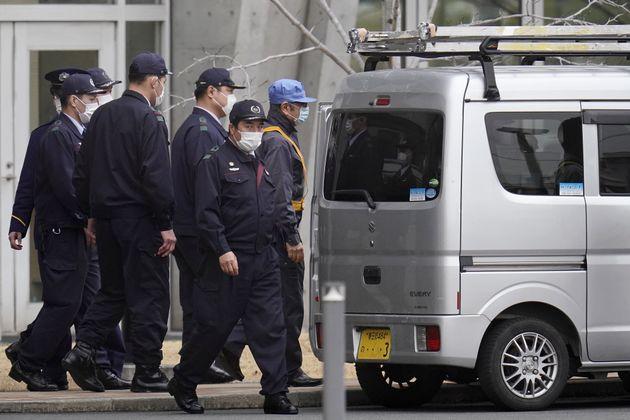 ゴーン前会長、乗り込んだ車は日産製じゃなかった まさかの変装、東京拘置所を後に