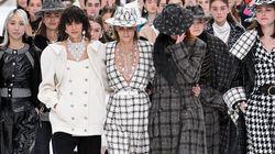 Οι μούσες της Chanel αποχαιρετούν τον Λάγκερφελντ στο κατάλευκο ντεφιλέ