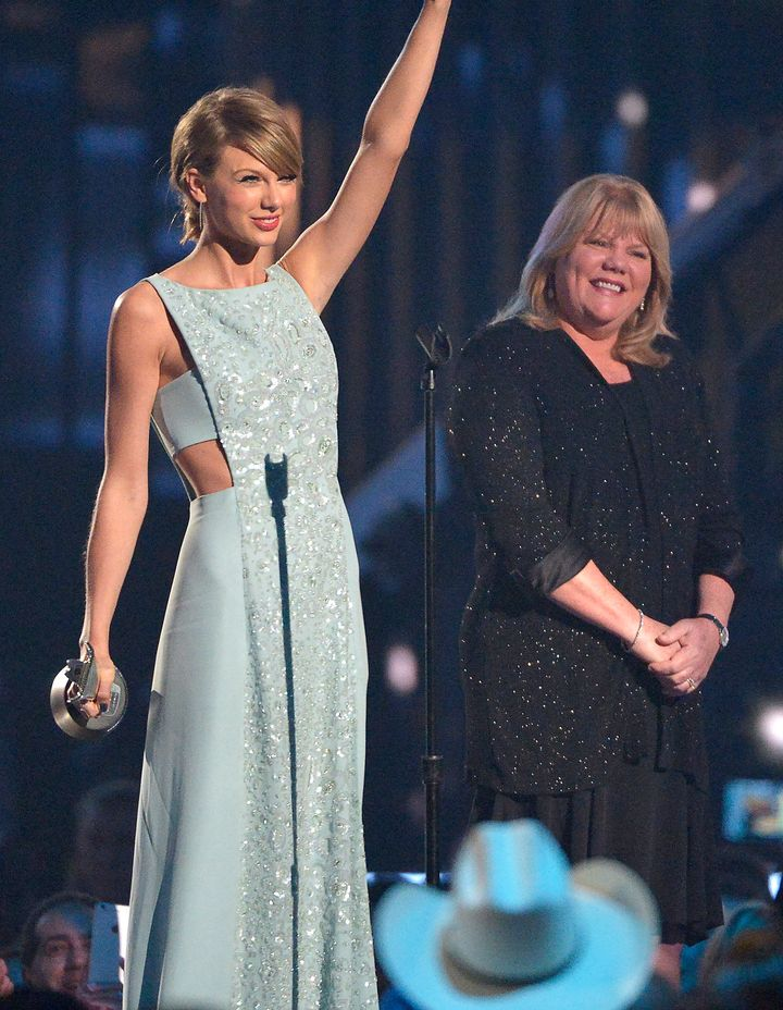 Taylor Swift and her mother Andrea at the 2015 Country Music Awards.