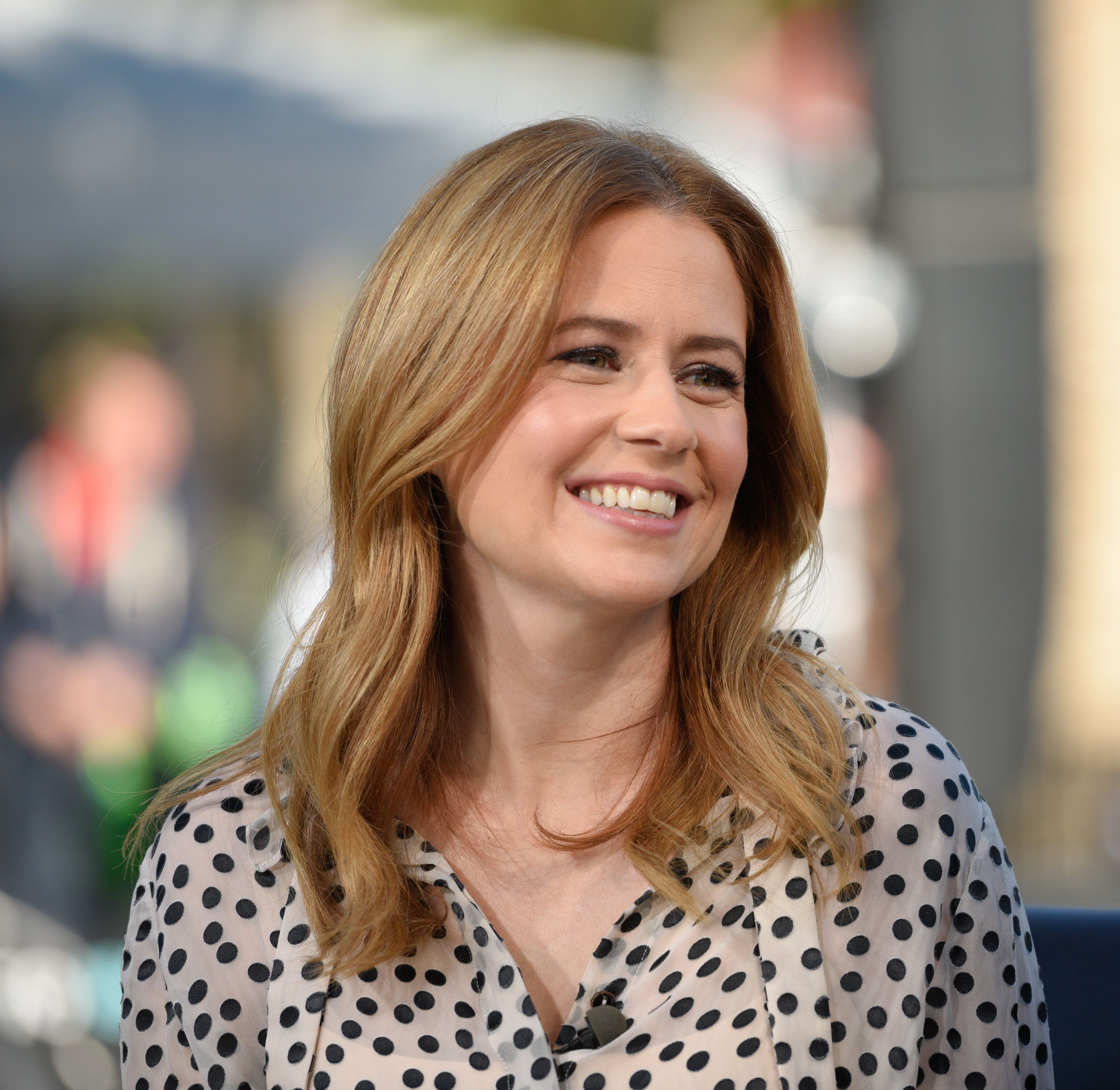 UNIVERSAL CITY, CA - MARCH 26:  Jenna Fischer visits 'Extra' at Universal Studios Hollywood on March 26, 2018 in Universal City, California.  (Photo by Noel Vasquez/Getty Images)