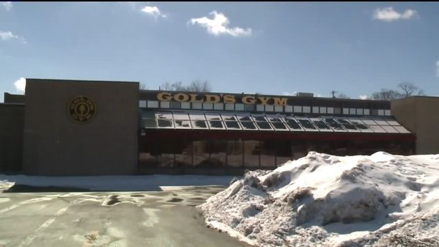A Wisconsin man is facing charges after allegedly going to a Gold's Gym to work out while under house...