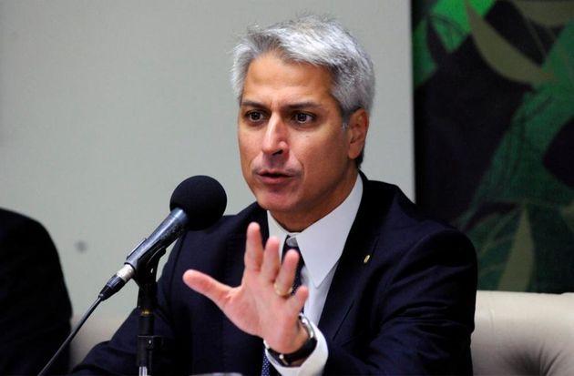 Em entrevista ao HuffPost, o líder da oposição, Alessandro Molon (PSB-RJ), destrincha...