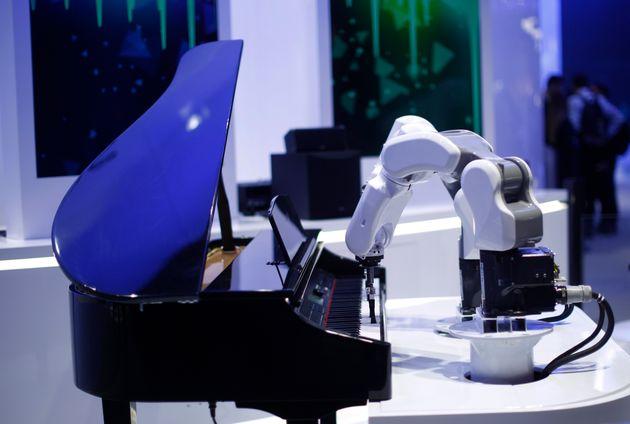 Ενα ρομπότ της ΖΤΕ παίζει...