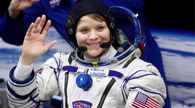 나사가 사상 최초 여성 우주비행사팀을 꾸려 우주유영을