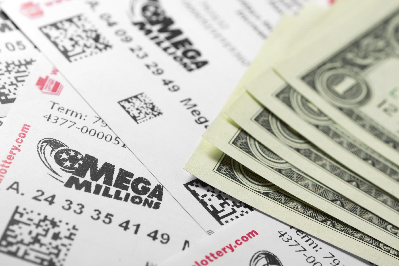 15억달러(1조7400억원)짜리 미국 복권 잭팟 당첨자가 4개월 만에 모습을