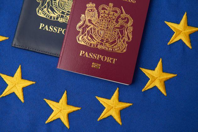 Le nombre de naturalisations accordées par l'Union européenne a baissé de 17% en