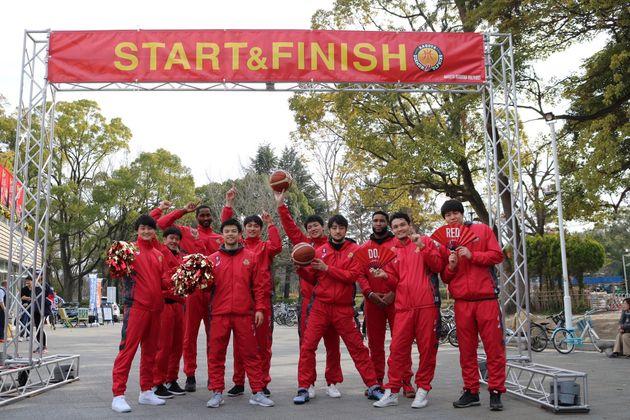 ランニングイベントに参加する名古屋ダイアモンドドルフィンズの選手たち