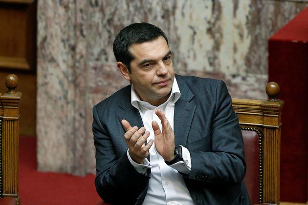 Ο Τσίπρας θέλει να περάσει νόμο που επιτρέπει σε εν ενεργεία βουλευτές να είναι υποψήφιοι στις
