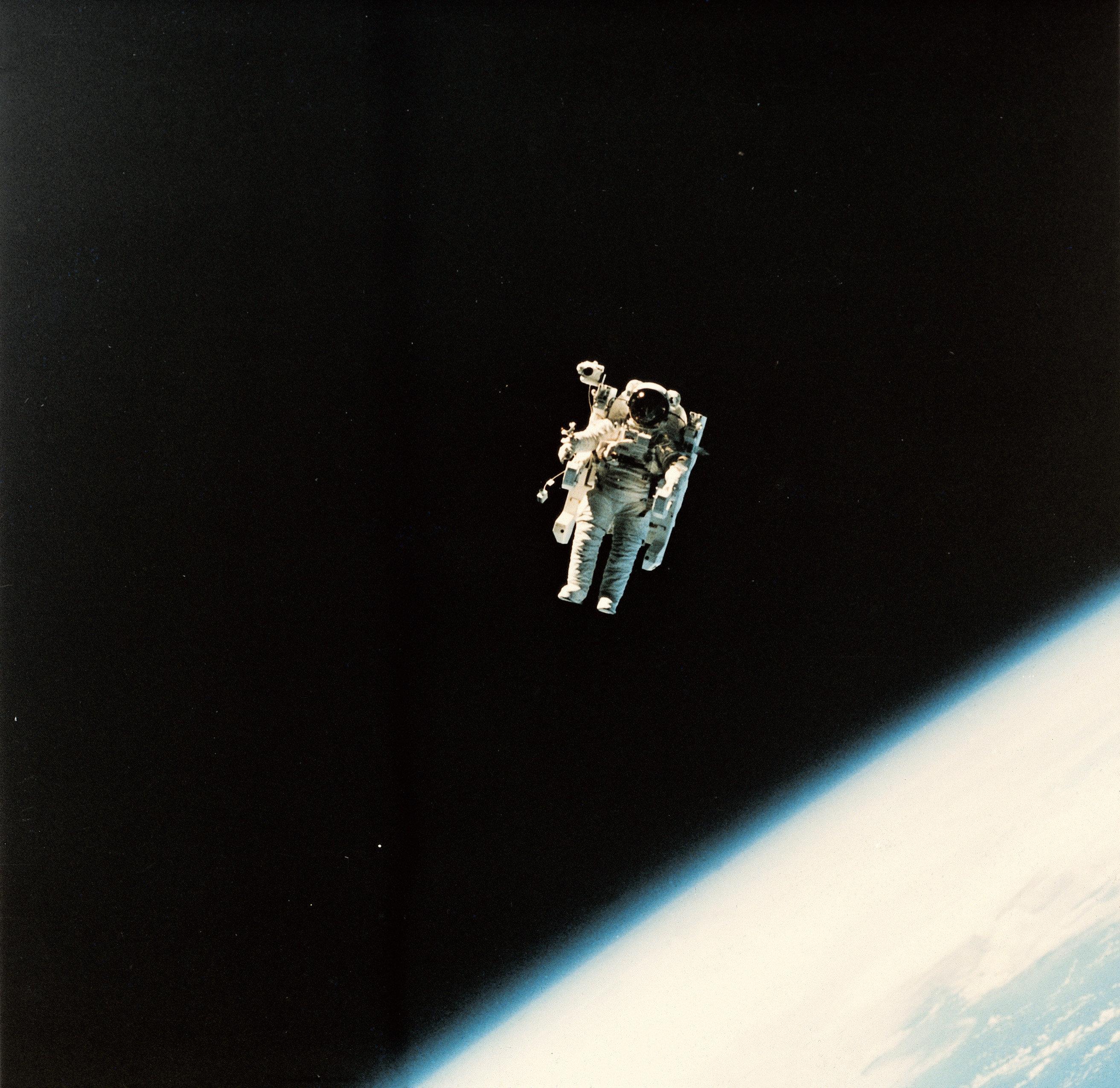 宇宙遊泳のイメージ写真