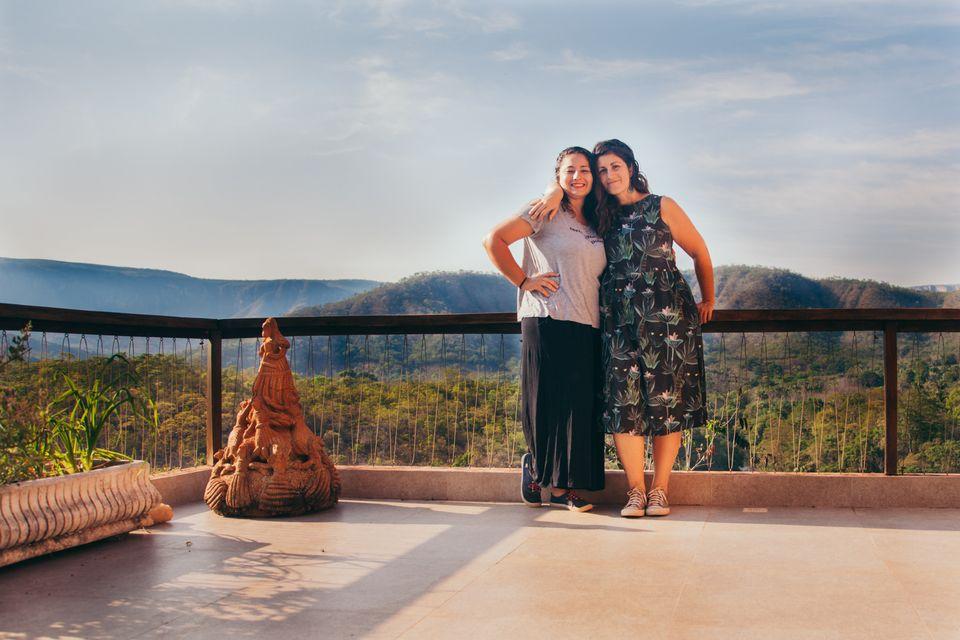 Tatiana Reis (à esquerda) e Tatiana Sabadini (à direita), na casa de Mila Petrillo, na...