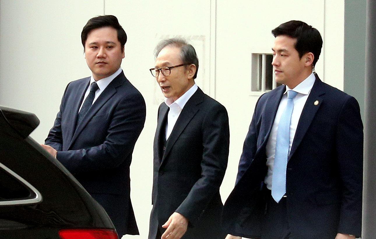 법원, 이명박 전 대통령 운전기사 접견