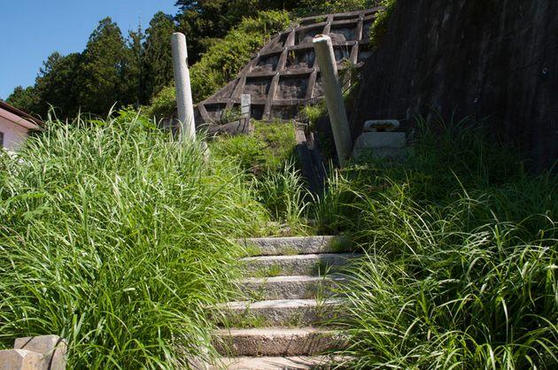 柱だけが残った諏訪神社の鳥居(2011年8月撮影)