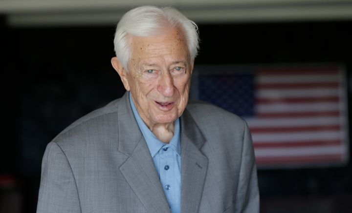 The Republican and World War II pilot died at his home in Rockwall, Texas, on Thursday.
