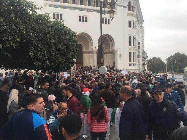 En attendant les manifestations, ambiance de fête dans les rues