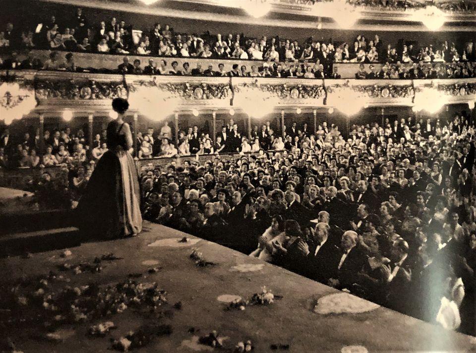 Θέατρο Λισέο Χειροκρότημα...