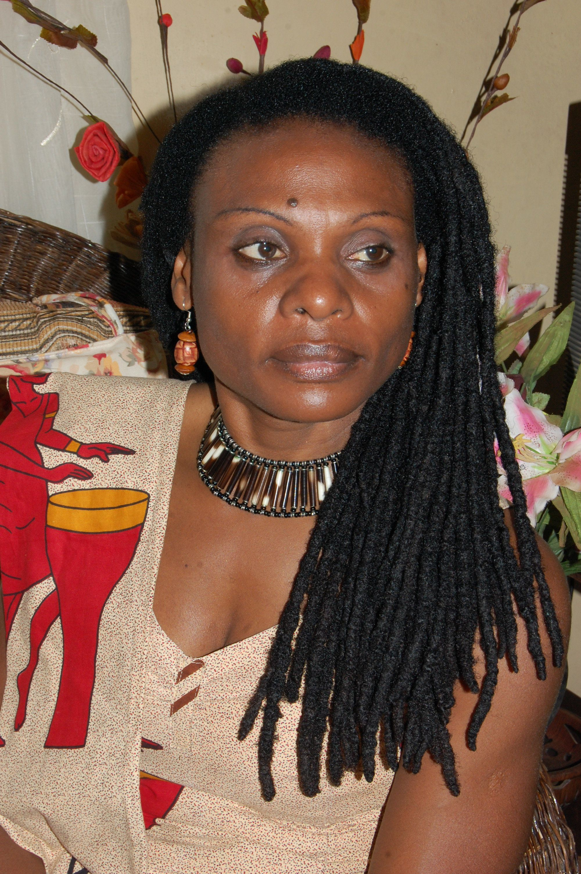 Mit 14 vergewaltigt, aufgewachsen mit Behinderung:Wie Musola heute Frauen in ganz Afrika
