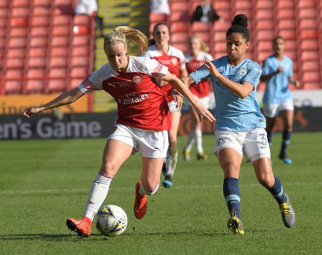 '여자도 축구한다'는 것을 보여주는 세계 여성의 날 기념