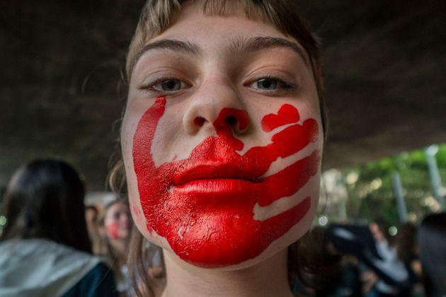 No Brasil e ao redor do mundo, as mulheres ainda vivem situações de vulnerabilidade e submissão...