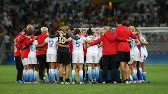 The United States Women's Olympic Football team celebrate after winning a group G match of the women's Olympic football tournament between United States and France at the Mineirao stadium in Belo Horizonte, Brazil, Saturday, Aug. 6, 2016. The United States won 1-0. (AP Photo/Eugenio Savio)
