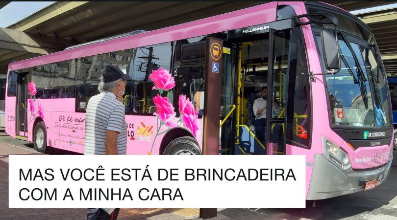 Este ônibus cor rosa tem uma mensagem 'motivacional' para as