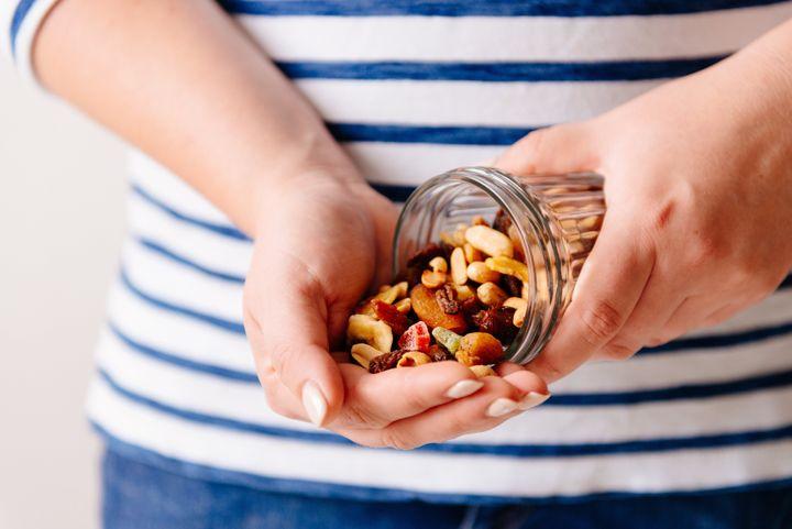 Amendoim, noz, amêndoa, castanha do Pará, avelã, castanha de caju, pistache e macadâmia, quem será a grande vencedora?