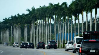 A motorcade with US President Donald Trump travels from Mar-a-Lago to Trump International Golf Club February 3, 2019 in West Palm Beach, Florida. (Photo by Brendan Smialowski / AFP)        (Photo credit should read BRENDAN SMIALOWSKI/AFP/Getty Images)