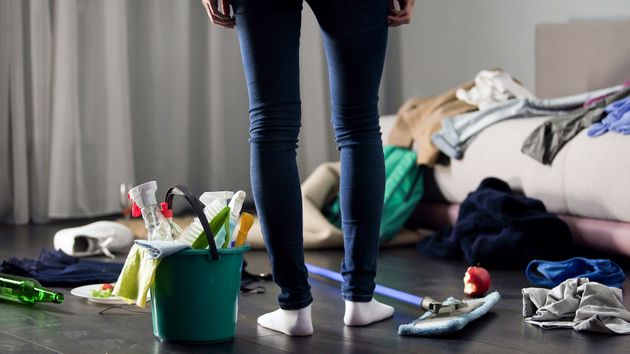 家事労働は依然として女性ばかりが時間を割いている
