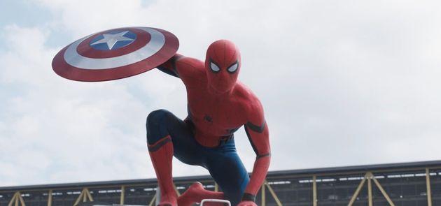 '캡틴 마블' 쿠키 영상을 보면 '어벤져스 : 엔드게임' 예고편이 달리