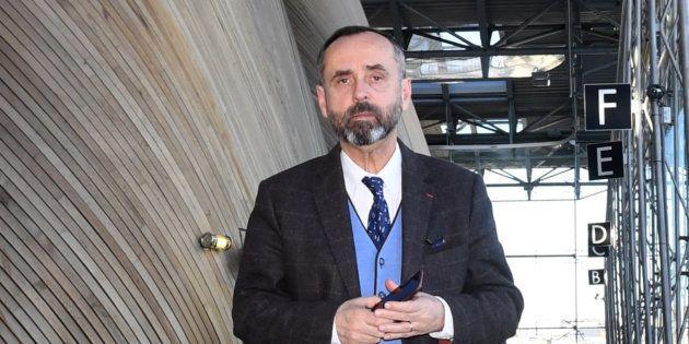 Le maire de Béziers, Robert Ménard, a fait interdire un stand tenu par une femme voilée...