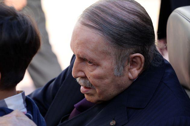 Avec Bouteflika, le commandement militaire y va