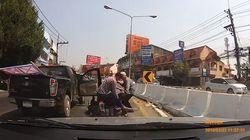 Απίστευτες σκηνές στην μέση του δρόμου για μια κόρνα: Οδηγοί «έπαιξαν»