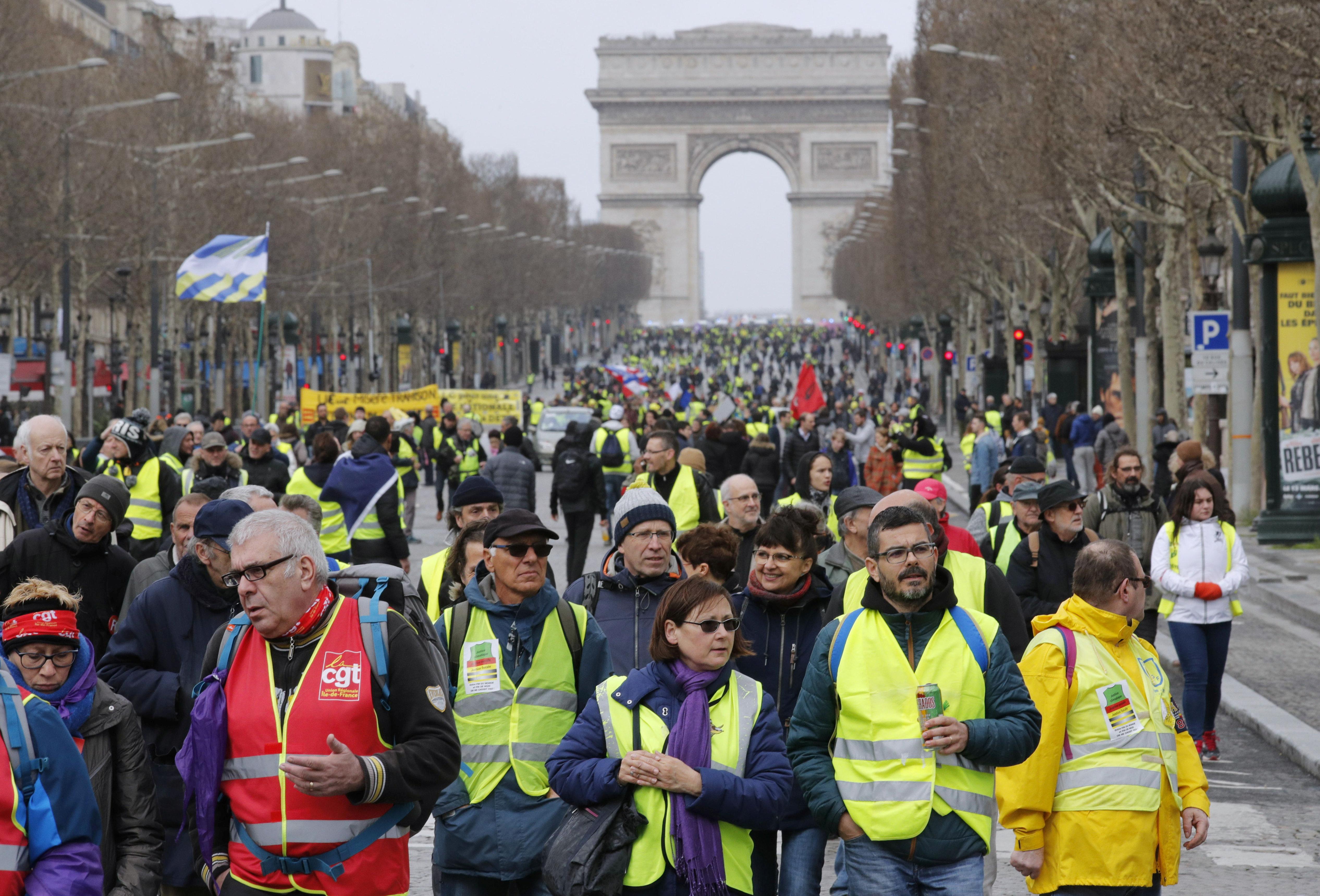 Γαλλία: Τα «Κίτρινα Γιλέκα» στους δρόμους για 17η
