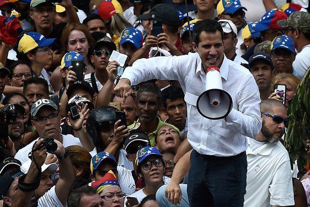 Venezuela: Guaido annonce une marche sur Caracas, toujours pas