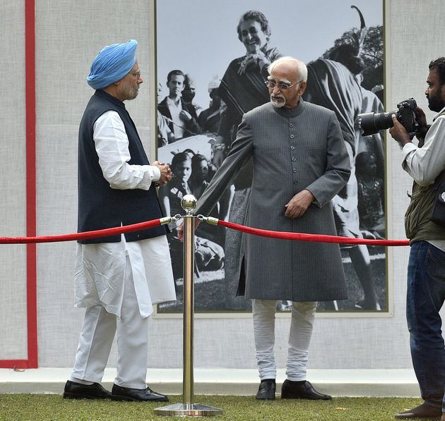 Former Vice President Mohammad Hamid Ansari and former Prime Minister Manmohan Singh in a file