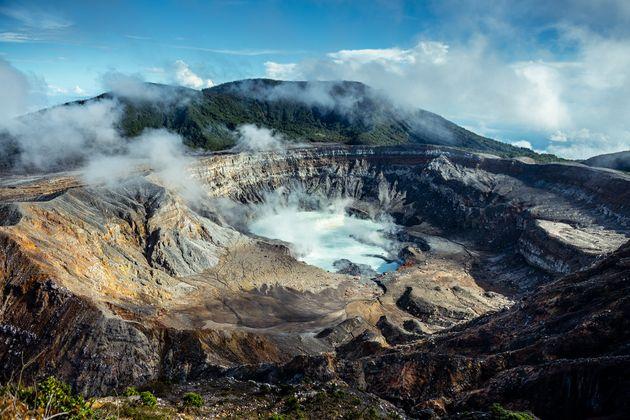 운이 좋다면 코스타리카에서 마그마가 흘러내리는 화산을 볼 수