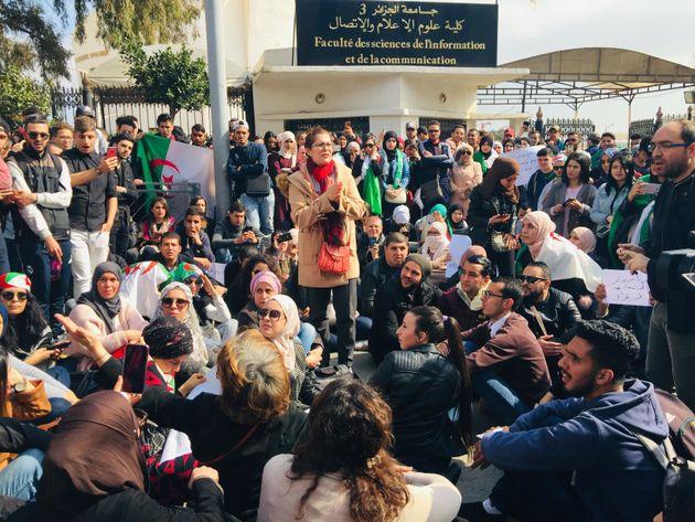 Rejet de la décision de fermeture des campus: enseignants et étudiants se