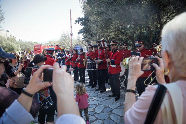 Οι Αθηναίοι γιόρτασαν τα Κούλουμα στον λόφο του Φιλοπάππου και το Ίδρυμα Σταύρος
