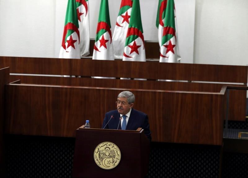 Ouyahia présente sa démission au président