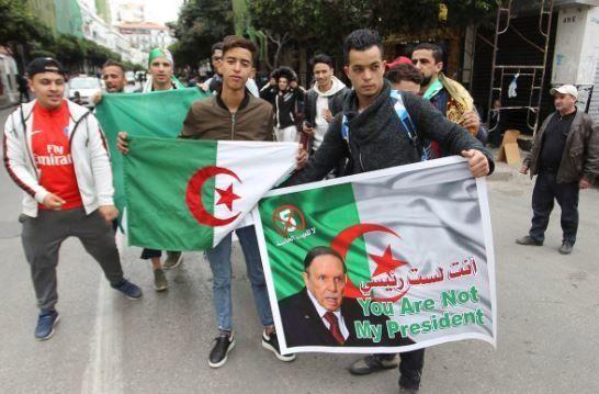 Αλγερία: Δεν θα διεκδικήσει πέμπτη προεδρική θητεία ο